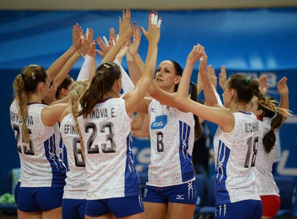 Волейболистки сборной России радуются победе