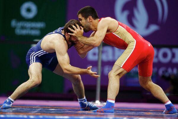 Ильяс Бекбулатов (справа) в схватке за бронзовую медаль на Европейских играх в Баку