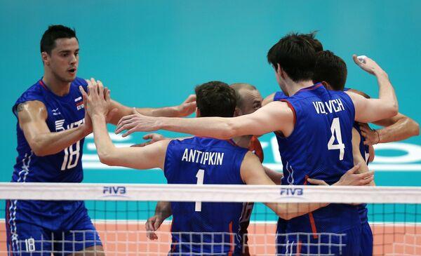 Волейболисты сборной России Павел Мороз, Сергей Антипкин и Артем Вольвич (слева направо)