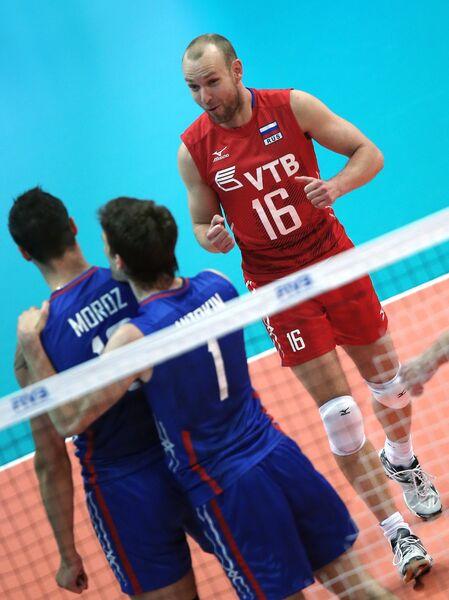Волейболисты сборной России Павел Мороз, Сергей Антипкин и Алексей Вербов (слева направо)