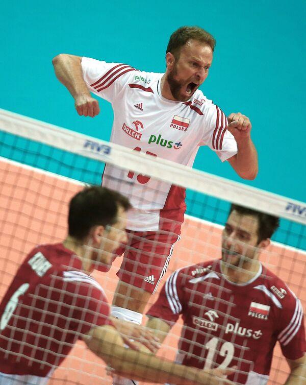 Волейболисты сборной Польши Бартош Курек, Пётр Гацек и Гжегож Ломач (слева направо)