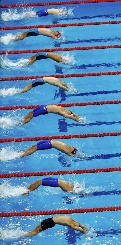 Пловцы во время заплыва на 100 метров на спине на I Европейских играх в Баку