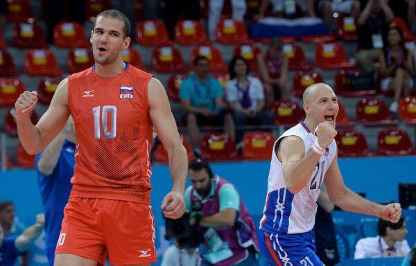 Волейболисты сборной России Александр Маркин (слева) и Роман Брагин