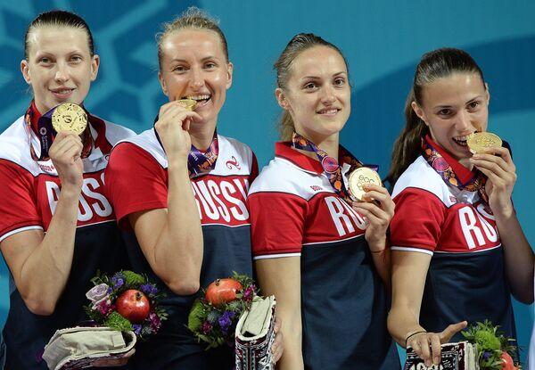 Игроки сборной России, завоевавшие золотые медали в соревнованиях по баскетболу 3х3 среди женщин