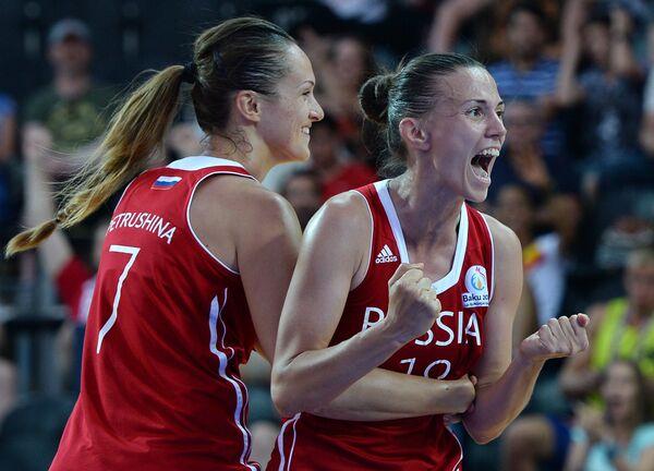 Игроки сборной России по баскетболу 3х3  Татьяна Петрушина и Анна Лешковцева (справа)