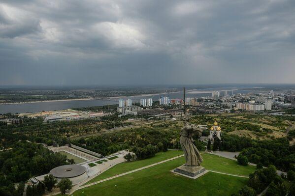 Монумент Родина-мать зовёт! на Мамаевом кургане в Волгограде