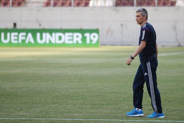 Старший тренер юношеской сборной России Дмитрий Хомуха