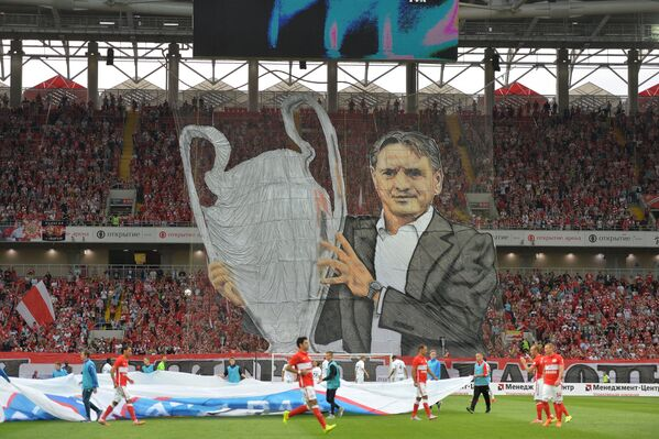 Баннер с изображением главного тренера ФК Спартак Дмитрия Аленичева