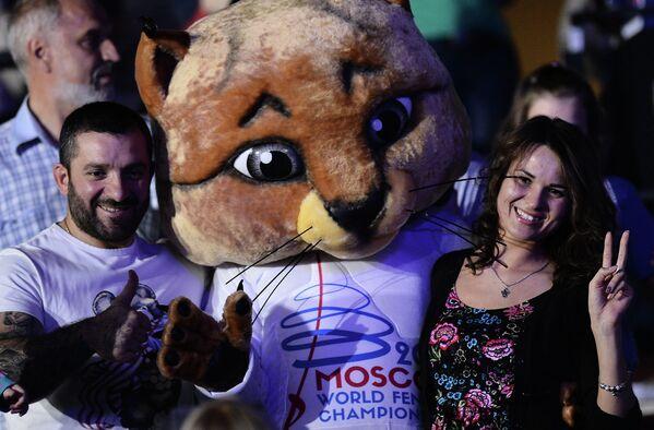 Болельщики на чемпионате мира по фехтованию в Москве