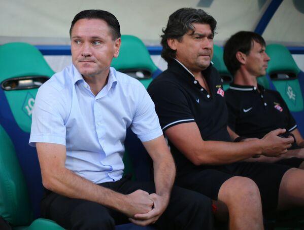 Главный тренер Спартака Дмитрий Аленичев (слева)