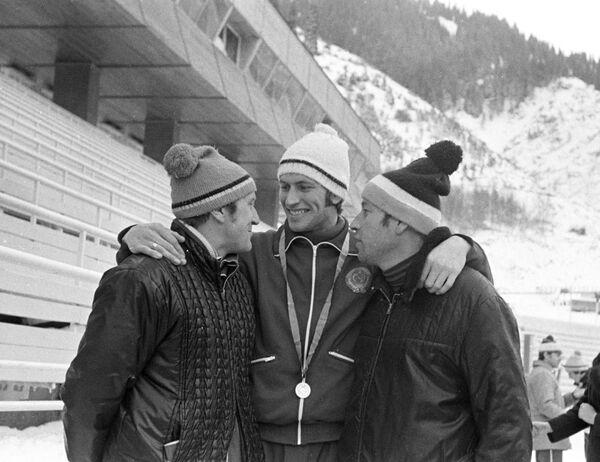 Тренер сборной СССР Борис Барышев (слева), архив