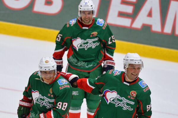 Временно исполняющий обязанности главы Республики Татарстан Рустам Минниханов, Данис Зарипов и Алексей Морозов (слева направо)