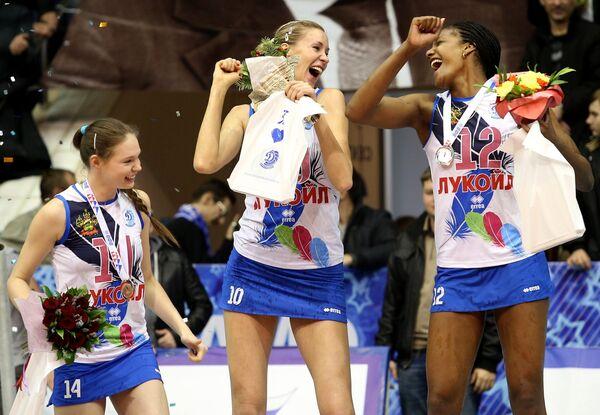 Игроки Динамо (Краснодар) Ирина Филиштинская, Екатерина Кривец и Росир Кальдерон (слева направо)