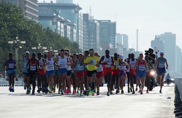 Спортсмены во время марафона на чемпионате мира по легкой атлетике