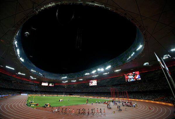 Вид на национальный стадион Пекина во время чемпионата мира по легкой атлетике