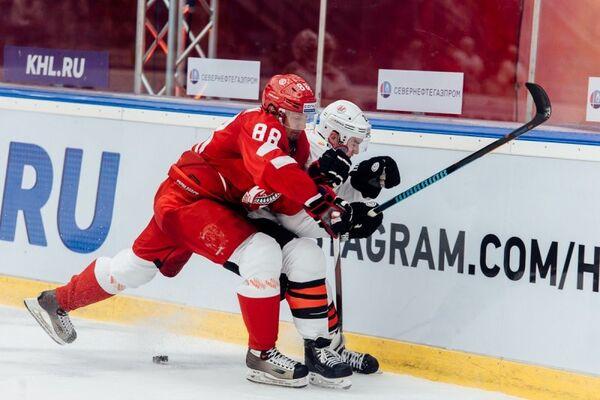Игровой момент матча КХЛ Витязь - Металлург (Новокузнецк)