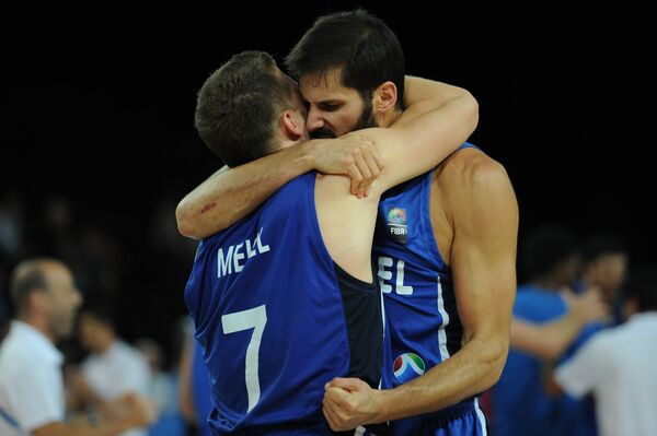 Баскетболисты сборной Израиля Галь Мекель и Омри Касспи