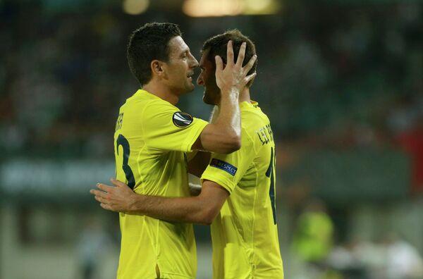 Футболисты Вильярреала радуются забитому голу