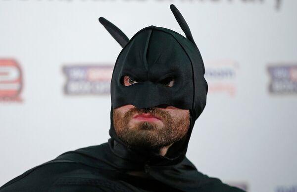 Пресс-конференция боксера Тайсона Фьюри в костюме Бетмена