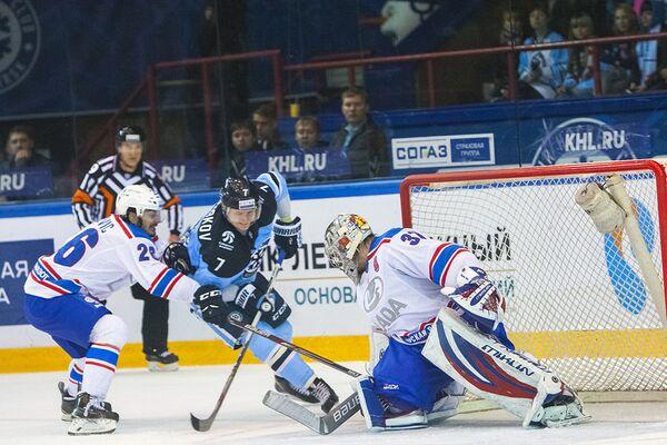 Игровой момент матча КХЛ ХК Сибирь - ХК Лада (Тольятти)