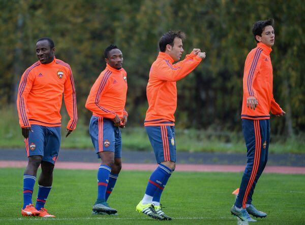 Футболисты ЦСКА Сейду Думбия, Ахмед Муса, Бибрас и Амир Натхо (слева направо) на тренировке