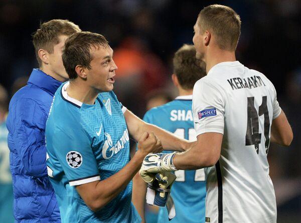 Футболисты Зенита Артём Дзюба  и Михаил Кержаков (слева направо)