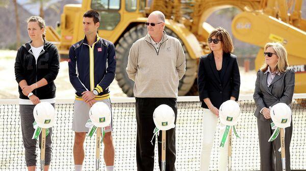 Исполнительный директор WTA Стив Саймон (в центре)