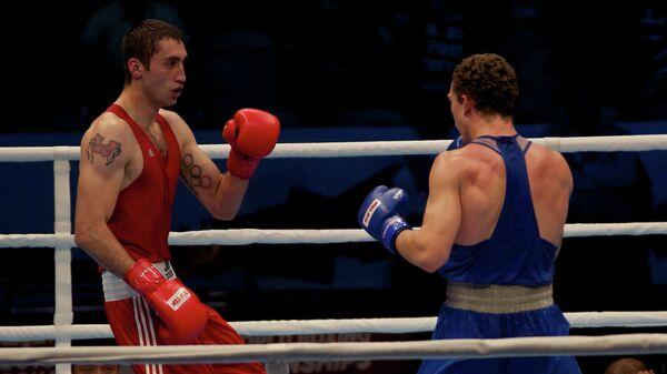 Российский боксер Павел Силягин (справа)