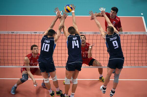 Игровой момент матча чемпионата Европы по волейболу между сборными Италии и России