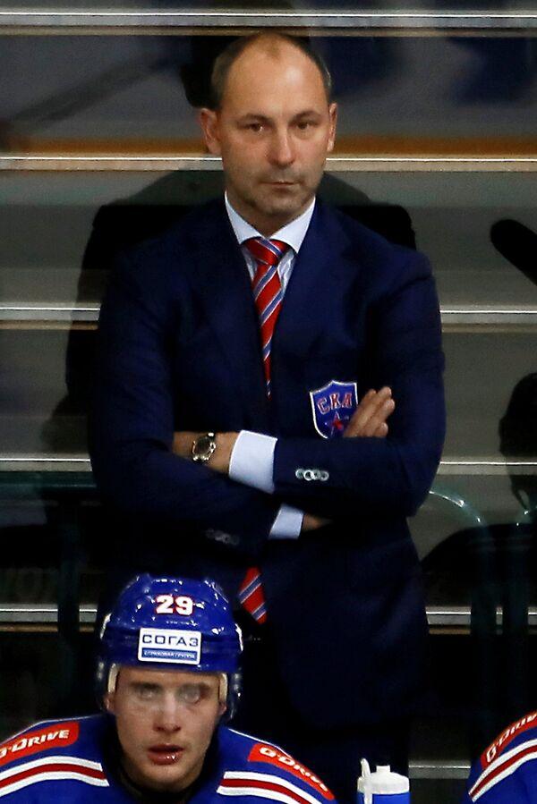 Исполняющий обязанности главного тренера ХК СКА Сергей Зубов