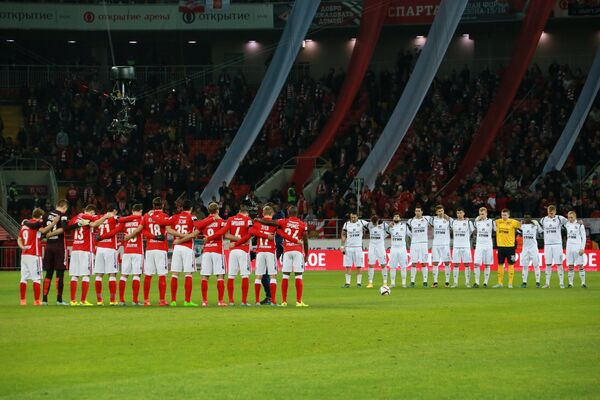 Минута молчания в знак траура по жертвам авиакатастрофы российского пассажирского лайнера Airbus-321