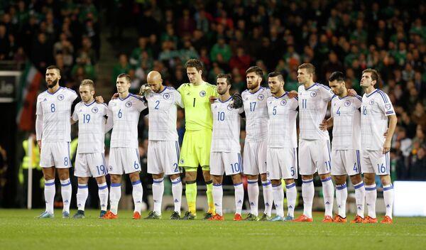 Футболисты Боснии во время минуты молчания