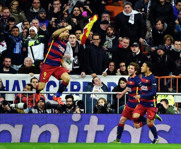 Футболисты Барселоны Луис Суарес, Серхи Ромеро и Неймар (слева направо)