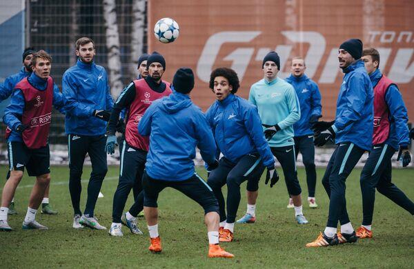 Игроки Зенита на тренировке перед матчем группового этапа Лиги чемпионов с ФК Валенсия (Испания, Валенсия)