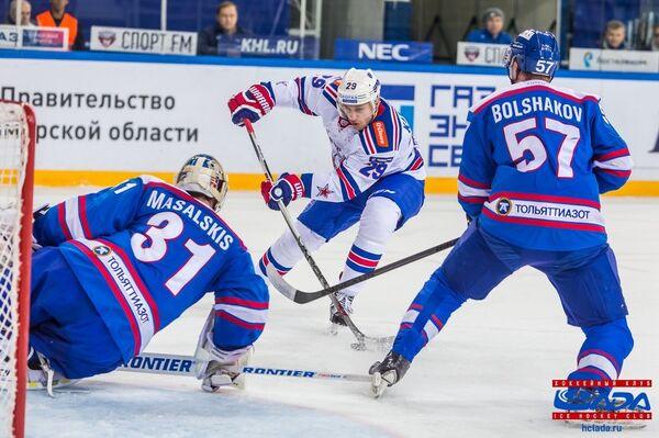 Игровой момент матча  ХК Лада - ХК СКА