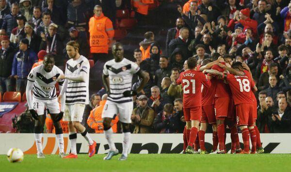 Футболисты Ливерпуля радуются забитому мячу в ворота Бордо