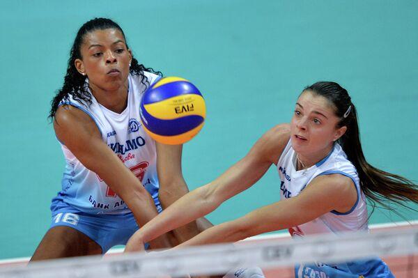 Волейболистки московского Динамо Фе Гарай (слева) и Яна Щербань