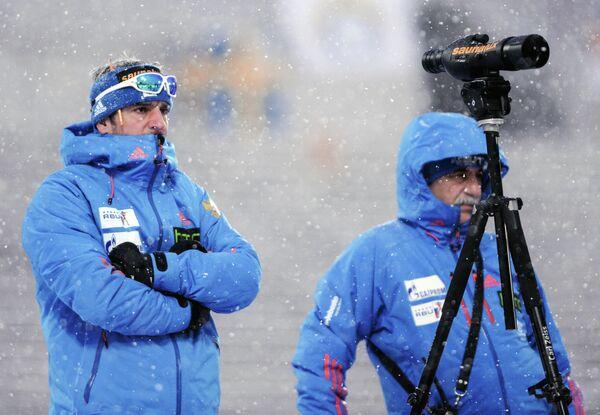 Старший тренер сборной России Рикко Гросс (слева) и главный тренер сборной России Александр Касперович