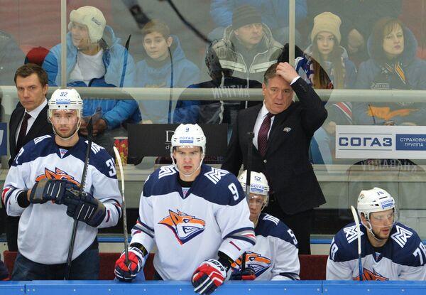 Главный тренер Металлурга Илья Воробьев (справа)