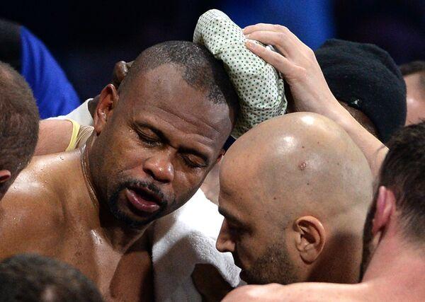 Российско-американский боксер Рой Джонс (слева)