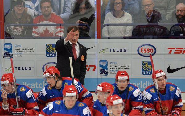 Главный тренер сборной России Валерий Брагин и хоккеисты команды