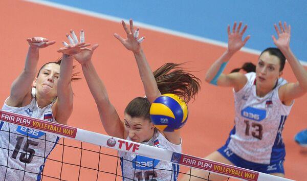 Волейболистки сборной России Татьяна Кошелева, Ирина Заряжко и Евгения Старцева (слева направо)