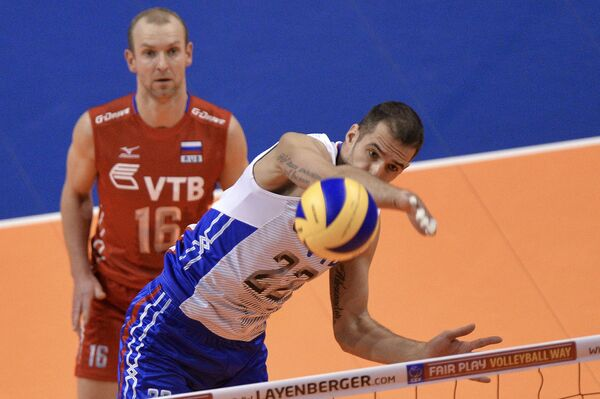 Волейболисты сборной России Алексей Вербов и Александр Маркин (справа)