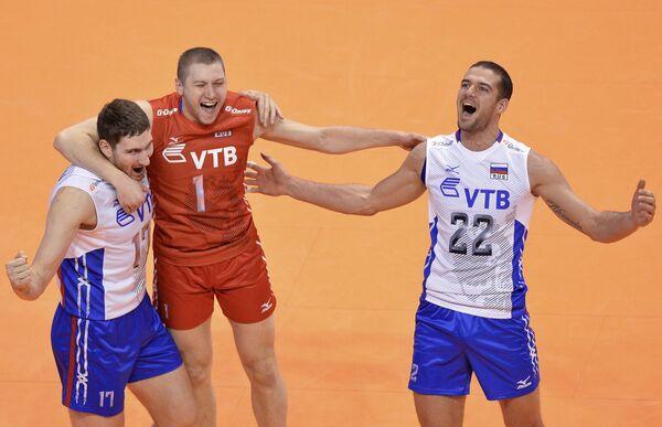 Волейболисты сборной России Максим Михайлов, Алексей Обмочаев и Александр Маркин (слева направо)