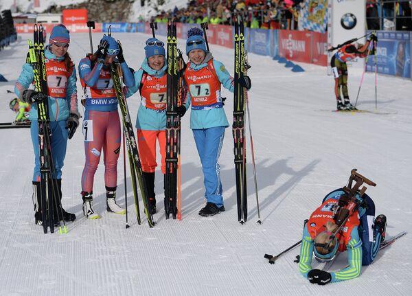 Екатерина Шумилова, Ольга Подчуфарова, Екатерина Юрлова, Анастасия Загоруйко (слева направо)