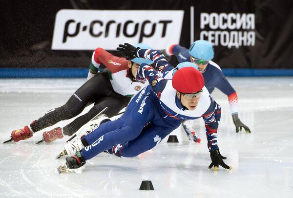 В центре: Семён Елистратов