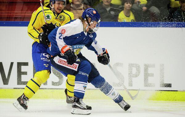 Игровой момент матча Еврохоккейтура между сборными Швеции и Финляндии