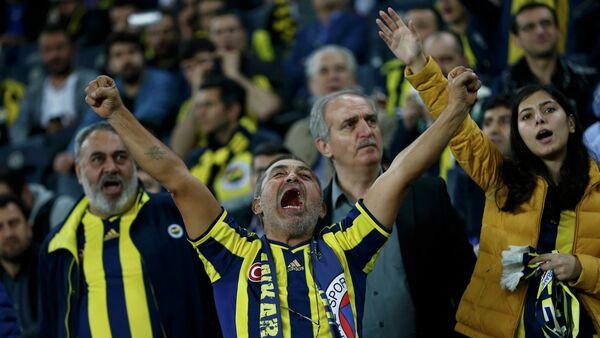 Болельщики турецкого Фенербахче