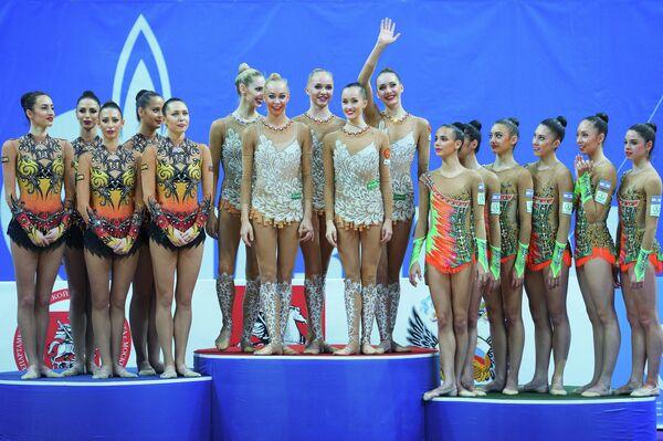 Спортсменки сборных Болгарии, России и Израиля по художественной гимнастике (слева направо)