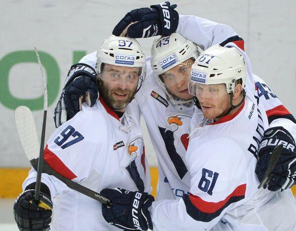 Хоккеисты Слована Томаш Староста, Томаш Суровы и Милан Бартович (слева направо)